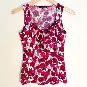❤️WHBM fuchsia Top floral no sleeves❤️