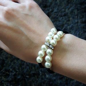 Jewelry - Pearl bracelet (costume jewellery)