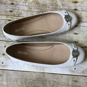 [Michael Kors] NEW Cream Flats Size 9
