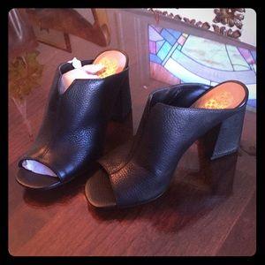 Vince Camuto Black Leather Heels / Sandals