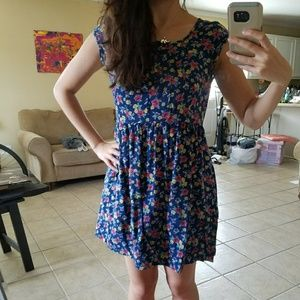 Floral dress with pockets!!