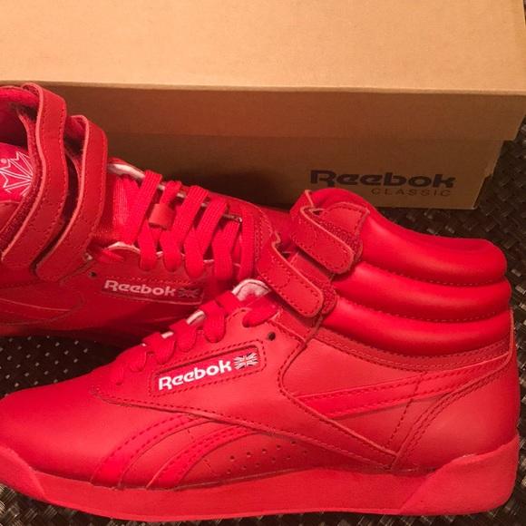 New Reebok Classic Red Womens HOT sneakers Size 5.  M 5a189c9ec284561b3e088825 734ec34d3