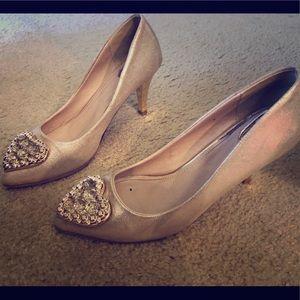 Golden heart heels 👠