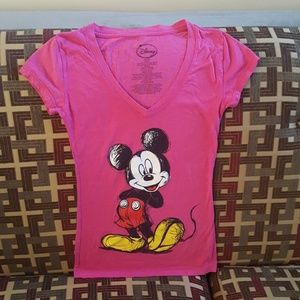 Disney t-shirt brand new no tags Sz xs fit small v