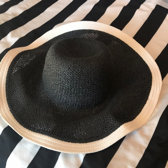 Jennifer Lopez Accessories - Floppy woven goth summer hat Black white witchy bf7ac14291e