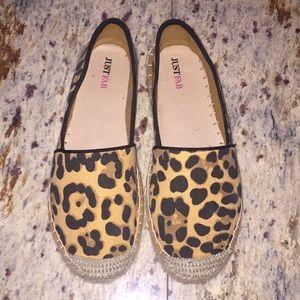 Gorgeous cheetah print flats 😍