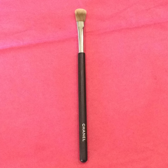 00a39239fe Chanel corrector concealer brush #10 sold out