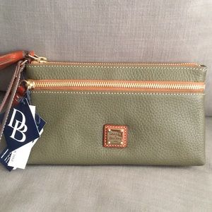 NWT Downey & Bourke clutch/wristlet purse