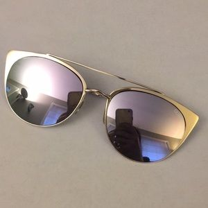 Quay sunglasses Gold rim w/ case Never worn