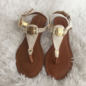 NWOB Tommy Hilfiger T-Strap Thong Cream Sandals