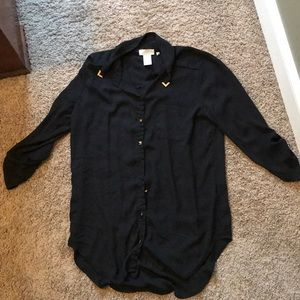 Tops - Very flattering Black button up with gold detail