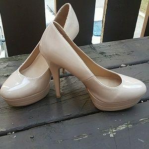 Nude platform round toe heels