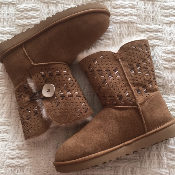 1a7f8642553 UGG Bailey Button II Tehuano Chestnut Boot NWT