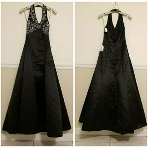 NWT De Laru Embroidered Halter Ball Gown, Size 1/2
