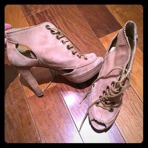 Stuart Weitzman beige heels with laces