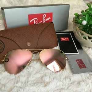 Ray-Ban aviator sunglass with rose gold lens
