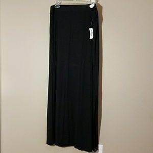 Old Navy black long skirt sz XL