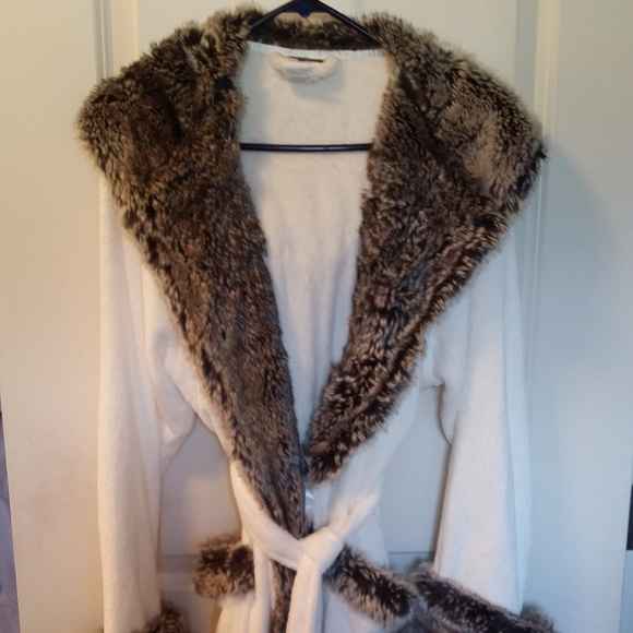 3613d90080 Pottery Barn Faux Fur Robe Ivory Gray Ombre Size M.  M 5a18a952620ff7983c08ca5f