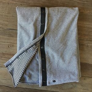 Black/white stripe lululemon vinyasa scarf