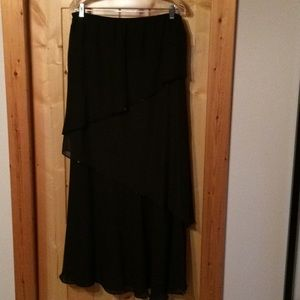 Beautiful chiffon over short liner skirt sz lg