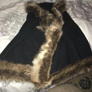 Adorable wrap with fur along edges