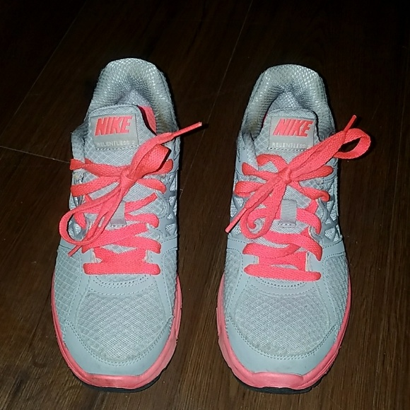 buy online 14180 8a4cb purchase coral and grey nike 31c47 d0dc5