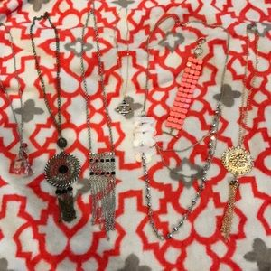 Lot of jewelry, necklace and bracelet.