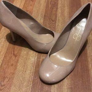 Jessica Simpson pumps round toe 6.5 nude patent