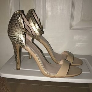 Vince Camuto Nude/Gold Strappy Heels Size 9.5