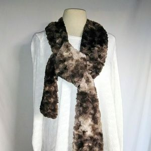 #hundredsofscarves: PLUSH Swirly Faux Fur Scarf