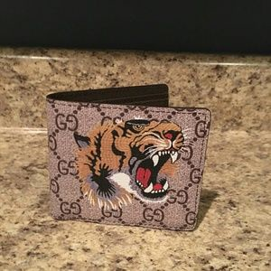 Other - Gucci wallet