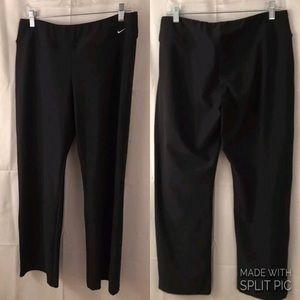 Women's NIKE Cropped Yoga Pants Size L