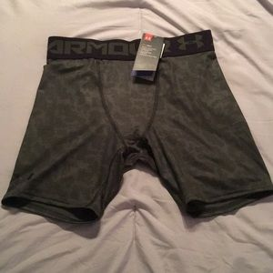 Under Armour Men's Green Compression Shorts size L