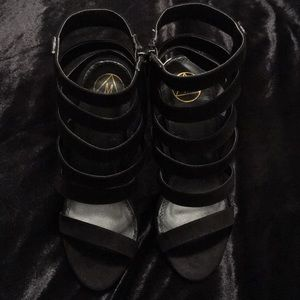 NWT. Misguided Strappy Pump W/ Gold Heel