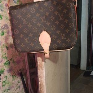Louis vuittion purse