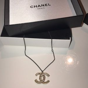 CHANEL necklace reversible