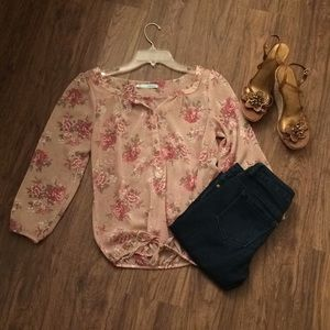 Adorable pink blouse 👚