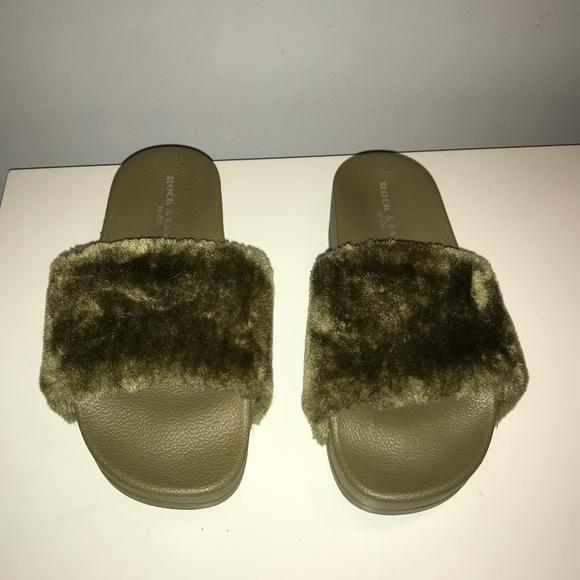 751c0280634712 Rock   Candy Faux Fur Platform Slide Sandal Shoes.  M 5a18d495d14d7bf911099735