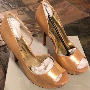 Powder gold heel