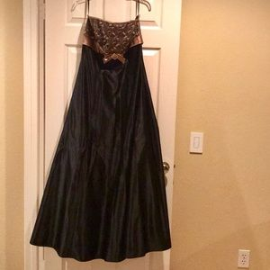 Dresses & Skirts - Strapless prom dress