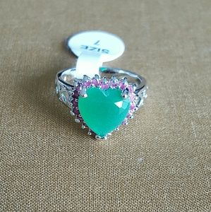 Beautiful Emerald and Ruby Heart Ring Size 7 (US)