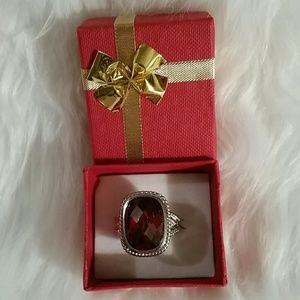 NWOT BEAUTIFUL GARNET RING