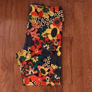 NWOT LULAROE TC2 LEGGINGS