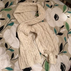 Gap ivory wool cable knit scarf