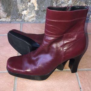Nine West' red wine booties 🍷