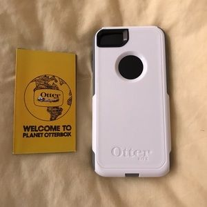 White/Gray Apple iPhone 7 Otterbox Commuter Case