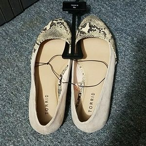 Cute Faux Suede and Snakeskin Flats