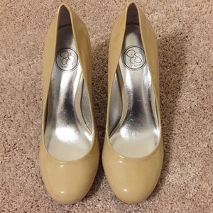 8B beige Jessica Simpson shoes