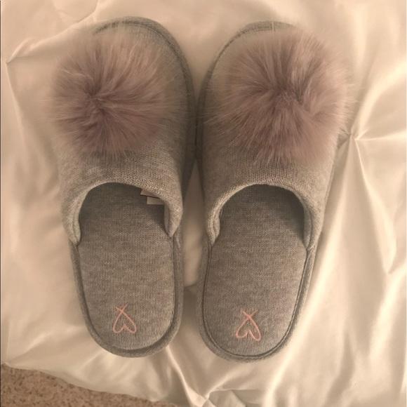703722ddbb8 Victoria s Secret gray pom pom slippers. M 5a18eaf92ba50af0950a3116