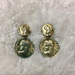 🎈 Vintage Gold Tone Coin Clip On Earrings